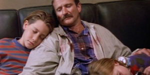 "Robin Williams (with a young Jake Gyllenhaal) in the Homicide episode ""Bop Gun.""HitFix.com"