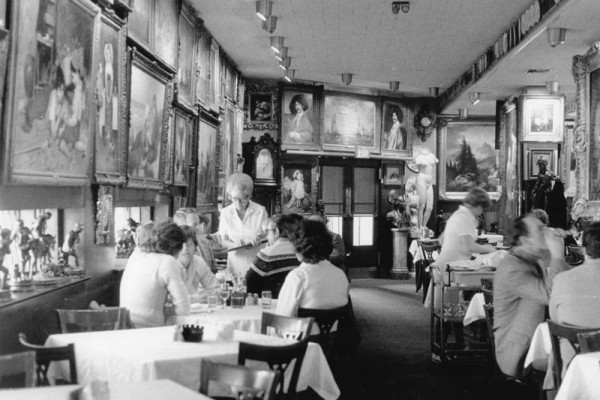Haussner's Restaurant, 1984Reprinted with permission of The Baltimore Sun Media Group. All Rights Reserved.