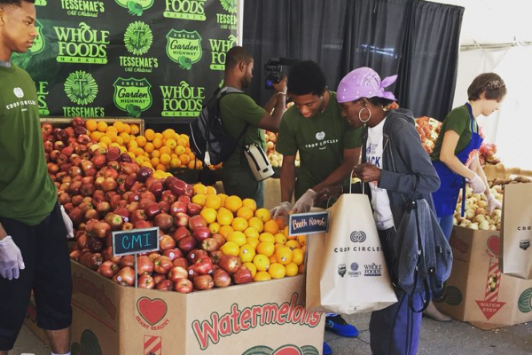 Locals stock up on free produce at the Crop Circles event in Chicago last summer.Courtesy of Tessemae's All Natural