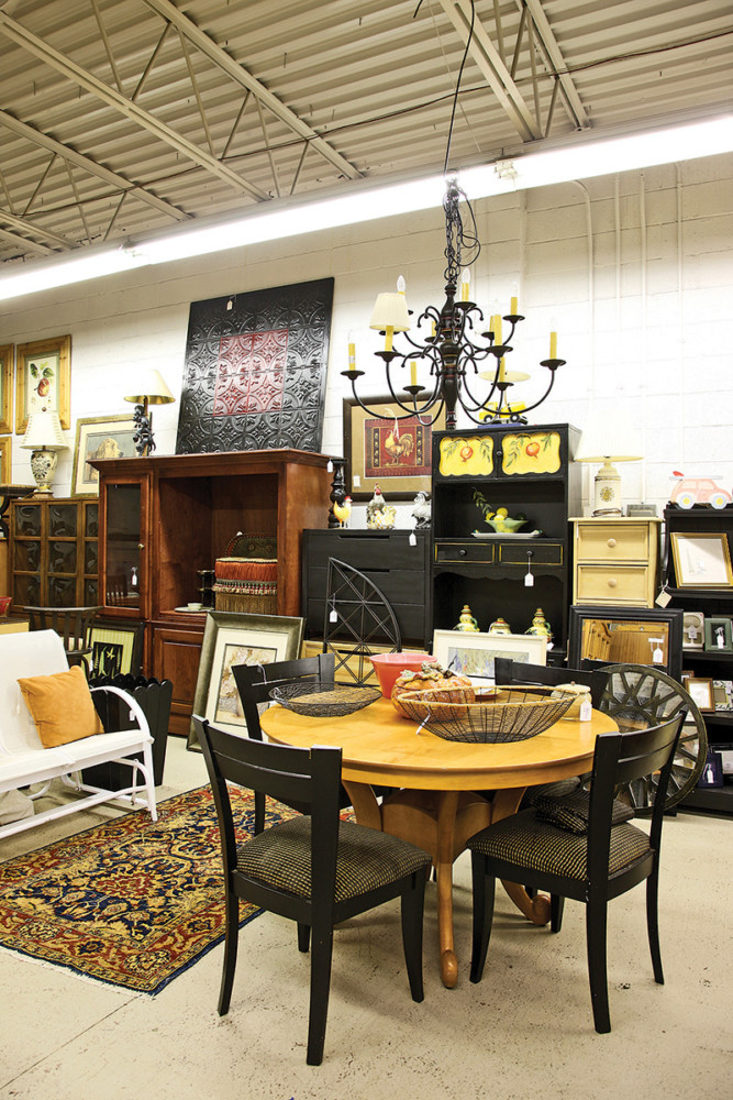 Distinguished By Its Helpful Service, Belle Cose Features Upscale Resale  Items By Name Brand Furniture Makers Such As Domain And Ethan Allen.
